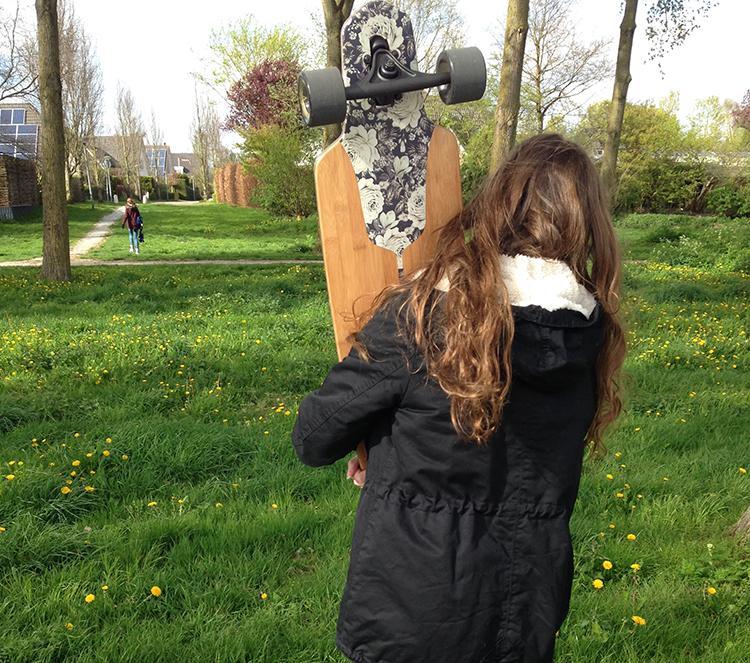 Een meisje op een longboard, dat kan niet toch?