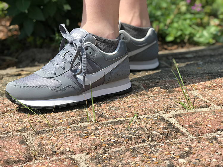 Grijze Nike schoenen