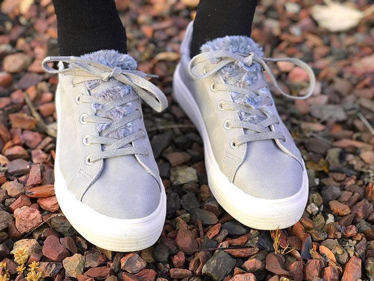 Grijze sneakers met nep bontje