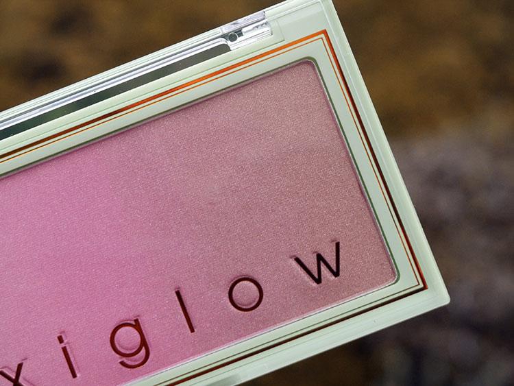 PixiGlow Cake