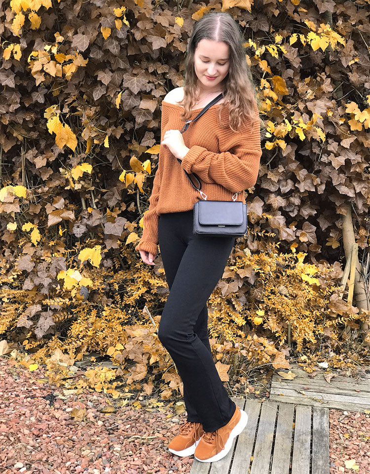 Fall outfit: Brown sweater with comfy black pants