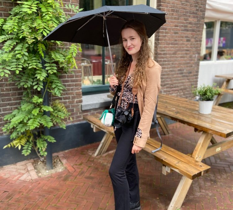 Zomer outfits voor wisselvallig weer: NA-KD outfits